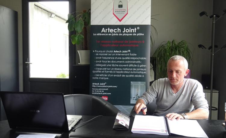 jointeur, Michael Bissiana en formation administrative chez Artech Joint