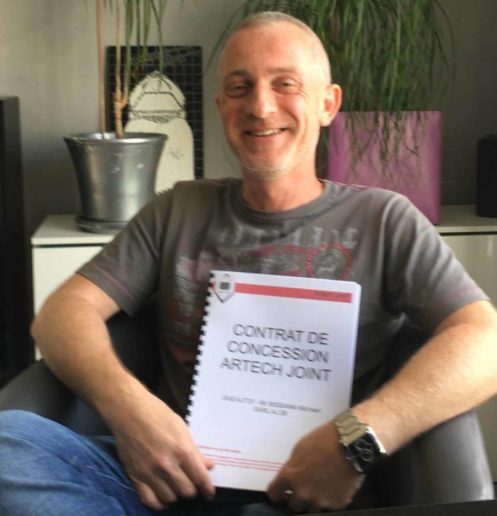 jointeur, Michaël Bissiana à Tours en Indre et Loire signe sont contrat de concession Artech Joint