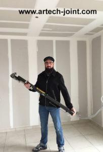 jointeur de plaque de plâtre à la machine a joint bazooka au Havre